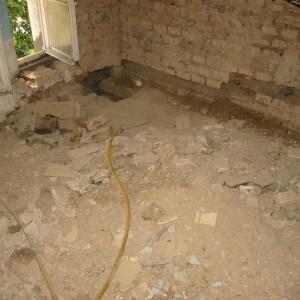 Master Bad in sehr schlechtem Zustand. Boden Wände Decken stark abgewohnt und nicht mehr Zeitgemäß.