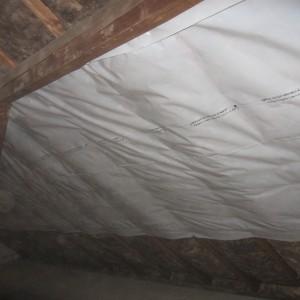 Anbringen der Dampfsperrfolie nach einarbeiten des Klemmfilzes also der Dämmung.