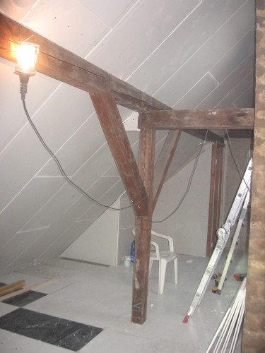 Ausbau vom Dachgeschoß. Zu sehen Trockenbau an Wänden montiert.