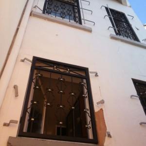 Ansicht Fenstergitter montiert innerhalb der Laibungen.