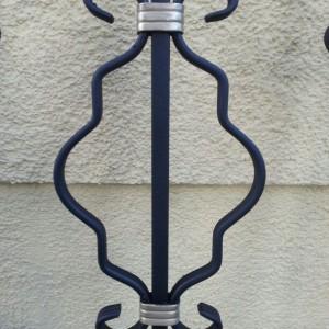 Schmiedeeisernes Ornament in Rautenform. Farbe Schwarz Gold.