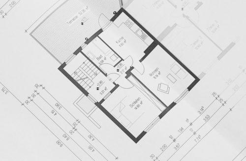 Ansicht Bauplan. Aufgeteilt in Räume mit Größe und Maßangaben. Architektenplan.